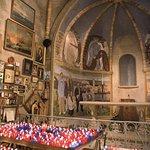interieure de la chapelle de la garoupe et ses plaques