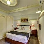 Cobb & Co Court Boutique Hotel - Deluxe Queen Room Bedroom