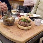 Burger de canard au foie gras, pommes grenailles