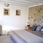Chambre n°1 de la Bristellerie, suite de 20m2 de plain-pied. Wifi gratuit