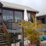L'hotel depuis la piscine