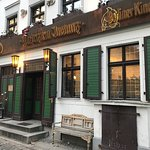 Bilder från ut och insidan på denna historiska restaurang