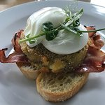 Streaky bacon eggs benedict