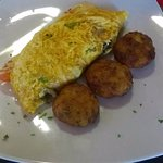 tomato cheese & mushroom omelette with potato pieces