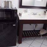 Kleiner Küchenbereich mit Kühlschrank, Mikrowelle