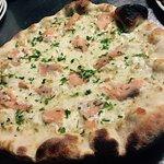 La nostra pizza al salmone