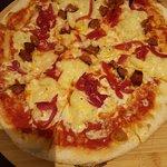 A mac & cheese pizza. Yum!