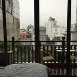 Photo de Artisan Lakeview Hotel