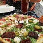 Birra legendaria y pizza a la parrilla