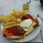 Papas fritas souflée con milanesa napolitana a caballo