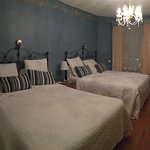 2 queen room