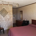 Single Rooms! Come stay with US!