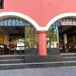 Fachada del hotel (restaurante) Maria de la Luz