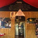 Photo de Myo's Cafe & Bar