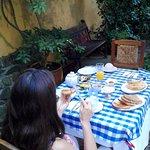 desayuno en el patio