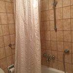 Può essere questo un bagno da hotel 4 stelle...???