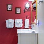 """The Avenue Suite"" bathroom"