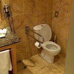 WC staat los op de vloer kamer 103