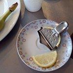 piacevole, ottimo per spremere nel te' la fettina di limone