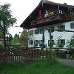 Biergarten mit Hotel Huberhof
