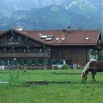 Hotel Huberhof von hinten