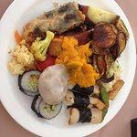 boas opções vegetarianas e veganas, também com versões veganas de sushis, sashimis e guioza