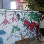 patio con mural - desayuno