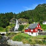 Photo de Steinsdalsfossen Waterfall