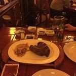 La carne buenísima y muy bien servida (+/- 400 g)