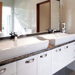 Bridge Suite Ensuite bathroom