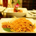 Pad Thai Je – wok fried noodles with bean sprouts, tofu and chives.