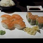 Sushi saumon et maki saumon/avocat