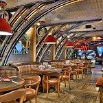 Happy Bar & Grill - Paradise
