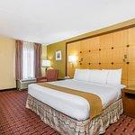 Foto de Baymont Inn & Suites Pensacola