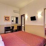 Photo of Hotel Everest Inn