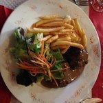 plats du jour: fricadelles, frites, salade