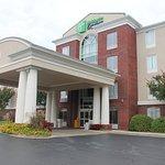 Holiday Inn Express - Starkville Hotel Exterior