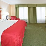 Holiday Inn Elk River Hotel Jacuzzi Suite