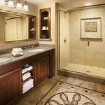 Superior and Deluxe Guestroom Bath