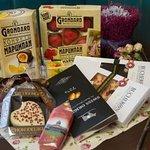 шоколад очень полезен не только для могза, а также он повышает настроение)