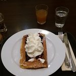 waffel with topping