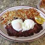 Corned Beef Hash & Poached Eggs - Madison Diner (03/Feb/17).