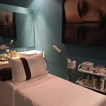 Fleek your face and body in the beauty treatment rooms