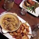 Plats (Poulet au curry et Burger maison avec légumes du moment)
