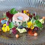 Lachs - Garnelenroulade mit Zupfsalaten