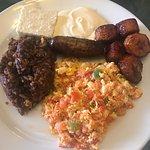 Desayuno Jaraguense, empanadas de leche, y una pupusa Revuelta de arroz