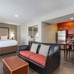 Photo de Hawthorn Suites by Wyndham North Charleston SC