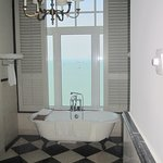 Victory Annexe corner suite bath