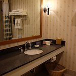 Bathroom, 1 basin only