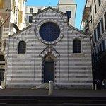E' accanto alla splendida piazzetta San Matteo.